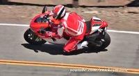 Mulholland delight o la Ducati Desmosedici en la curva más famosa de la red