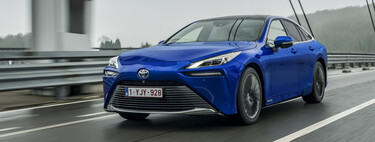 Probamos el nuevo Toyota Mirai: con 650 km de autonomía y silencio absoluto, así es conducir sobre tres tanques de hidrógeno