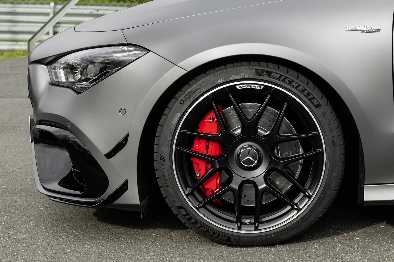 Foto de Mercedes-AMG CLA 45 4Matic (33/38)