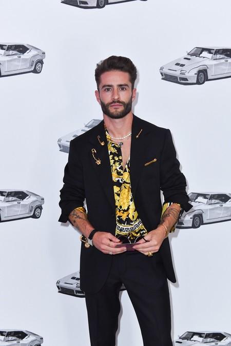 Las camisas de Versace estilo años 90 no pasan de moda, lo dice Pelayo Díaz