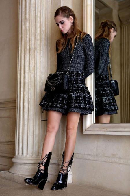 Chiara Ferragni con botas de Chanel