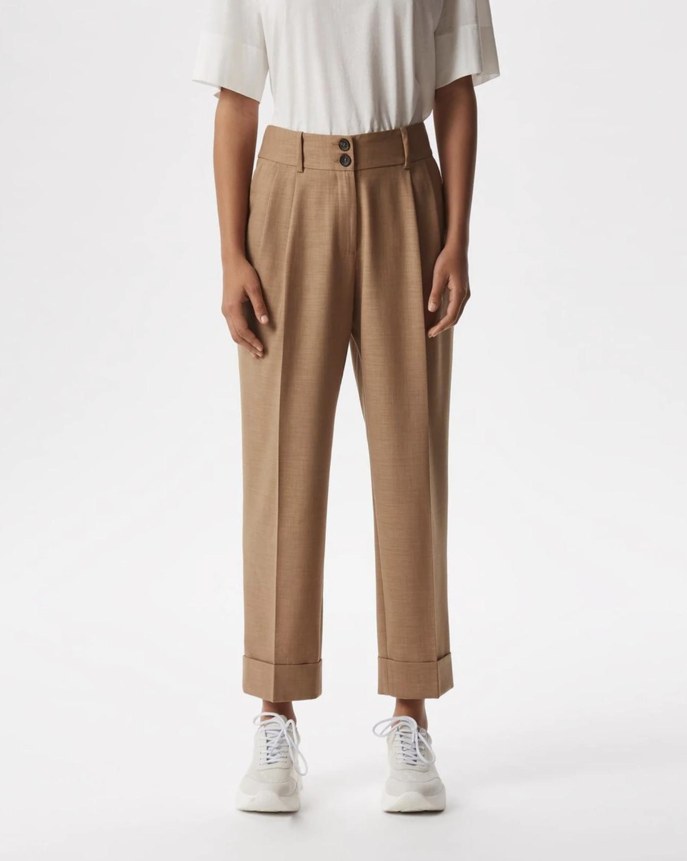 Pantalón recto de mujer con dobladillo y doble botón