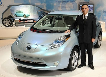 Carlos Ghosn habla sobre el futuro del Nissan Leaf en un evento con propietarios en Japón