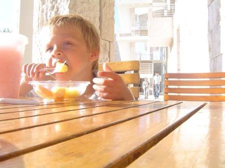 Comer en familia reduce el riesgo de trastornos alimenticios y obesidad infantil