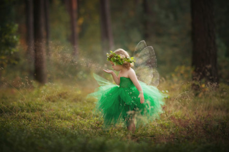 Una madre crea preciosos disfraces para sus hijos y luego los fotografía en lugares de ensueño