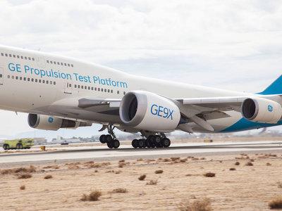 Así luce el enorme GE9X, el motor de avión más grande del mundo, en su primer vuelo de prueba