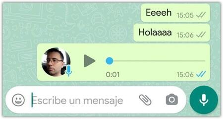 Un audio de WhatsApp con la confirmación de lectura en un chat con una persona que tiene las confirmaciones desactivadas