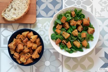Esta es la mejor forma de cocinar croutons o picatostes (y 17 recetas en los que utilizarlos)