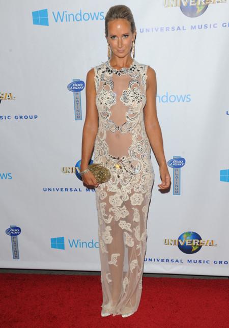 Lady Victoria Hervey vestido con transparencias fiesta Universal Music premios Grammy 2014