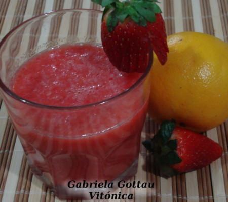 Batido fresco de fresa y naranja. Receta saludable