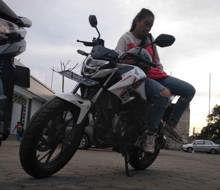 Adolescente Moto