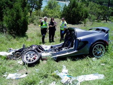 Lotus Elise desintegrado tras un accidente