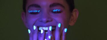 Si quieres brillar con luz extra, tu manicura se encarga de hacerlo: estos esmaltes de uñas brillan en la oscuridad