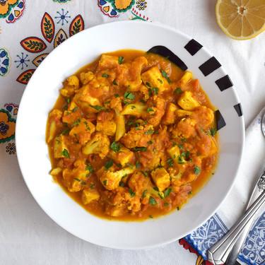 Tofu con coliflor en salsa de curry: receta vegana perfecta para el táper