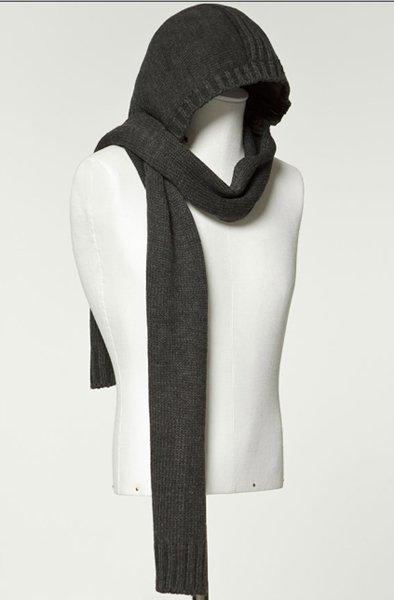 Bufandas con capucha: una opción desenfadada para abrigarse