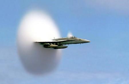 """70 años después del primer vuelo supersónico nos preguntamos por qué vamos """"tan lentos"""" en avión"""