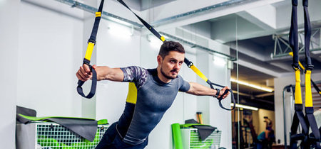 Clock press con TRX: un intensa alternativa para trabajar pectorales fuera del gimnasio