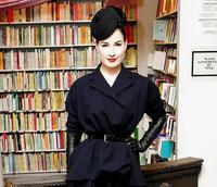 Dita Von Teese promocionando su nuevo libro en Los Ángeles
