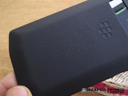 Foto de BlackBerry Bold 9980 Knight, nueva serie limitada de BlackBerry de gama alta (12/39)