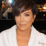 Kris Jenner también se pasa al platino. De rubia a rubia y tiro porque me toca