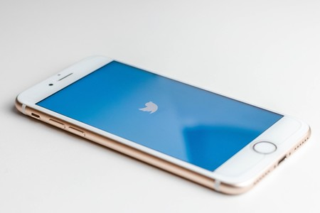 Twitter en iOS va a limitar quién puede contestar a tus tweets y a los que podrás contestar