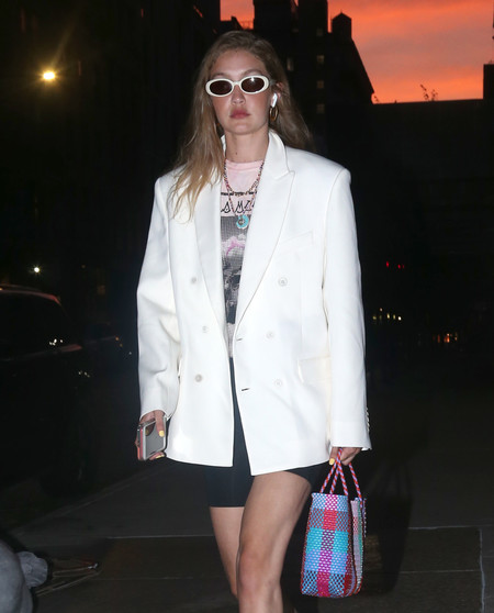 Gigi Hadid y Katie Holmes nos dejan dos estilismos (totalmente distintos) para lucir las 24/7