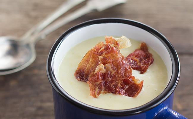 Crema de puerros con crujiente de jamón. Receta