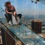 ¿Te deslizarías por un tobogán de cristal a 305 metros de altura sobre un rascacielos?