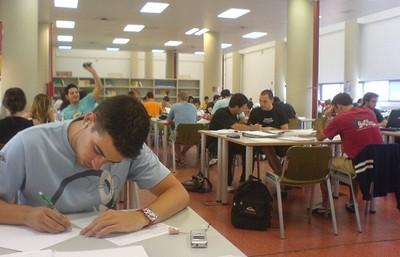 La rectora de la UMA pide a ciudadanos y empresas que apadrinen estudiantes por los recortes