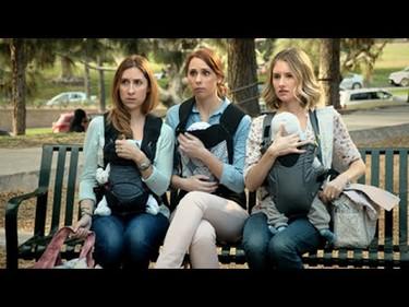 """La absurda """"guerra de las madres"""" en un divertido vídeo"""