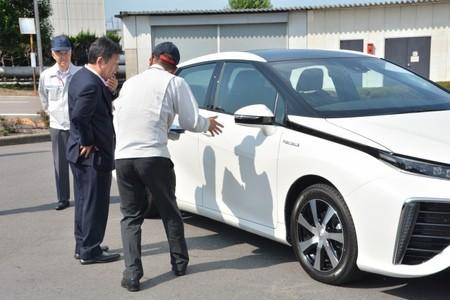 toyota-fcv-ministro-japones.jpg