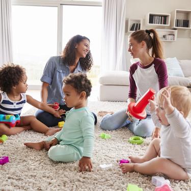 """""""Solo quiero verte"""", la publicación viral de una madre para dejar de disculparnos por el desorden en casa al tener niños pequeños"""
