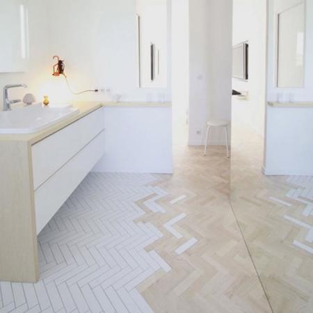 Creativos suelos que combinan la madera con la baldosa - Suelos para cocinas y banos ...