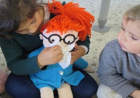 Aprender a lavarse las manos y a sonarse los mocos con el método Montessori: la iniciativa de un enfermero para niños de Infantil