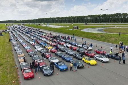 Nuevo récord mundial de Mazda MX-5: 683 unidades