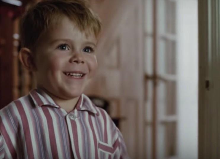 El emotivo anuncio de Navidad de Elton John y el regalo que le cambió la vida