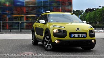 ¿Qué pasa cuando golpeas con un martillo los Airbump del Citroën C4 Cactus?
