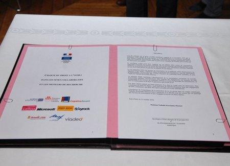 """La carta que Google y Facebook han """"olvidado"""" firmar en París"""