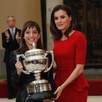 Doña Letizia vuelve a apostar por su color preferido: el rojo