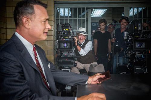 """""""Tom Hanks leyó las memorias del verdadero protagonista y añadió detalles al guion de El Puente de los Espías"""". Steven Spielberg"""