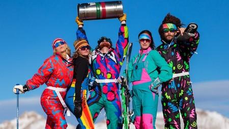 La década de los 80 ha invadido los estilismos de esquí: 9 trajes de esquiar retro y originales