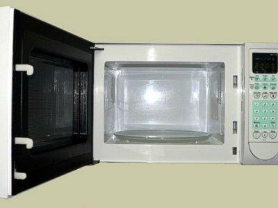 ¿Cocinar con microondas degrada los nutrientes de los alimentos?