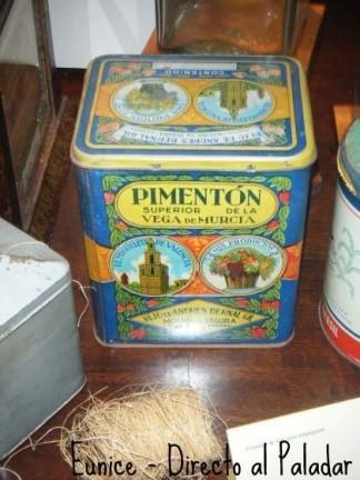 Visita al Museo de Historia de Tenerife. Envases y productos de casi un siglo.