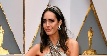Pronovias pisa la alfombra roja de los Oscar 2017 con Louise Roe