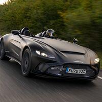 ¡Visceral! El Aston Martin V12 Speedster ya ha sacado de paseo sus 700 CV a cara descubierta