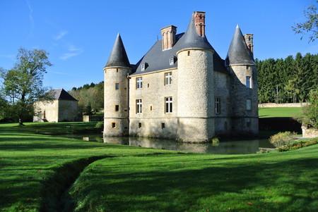 Chateau Landreville Facade Sud Avec Douves Et Pavillon Ouest2