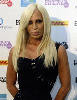 Donatella Versace: porqué no cuadra su look