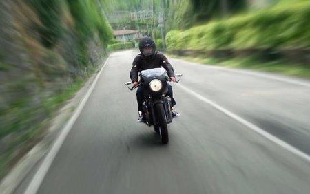 Moto Guzzi V7 Café con carenado