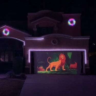El impresionante espectáculo de luces inspirado en Disney que montó un padre en su casa para la época navideña