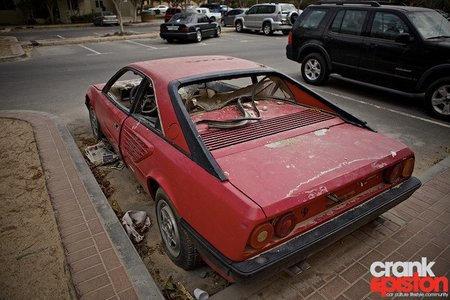 Ferrari Mondial 8 abandonado en Dubai
